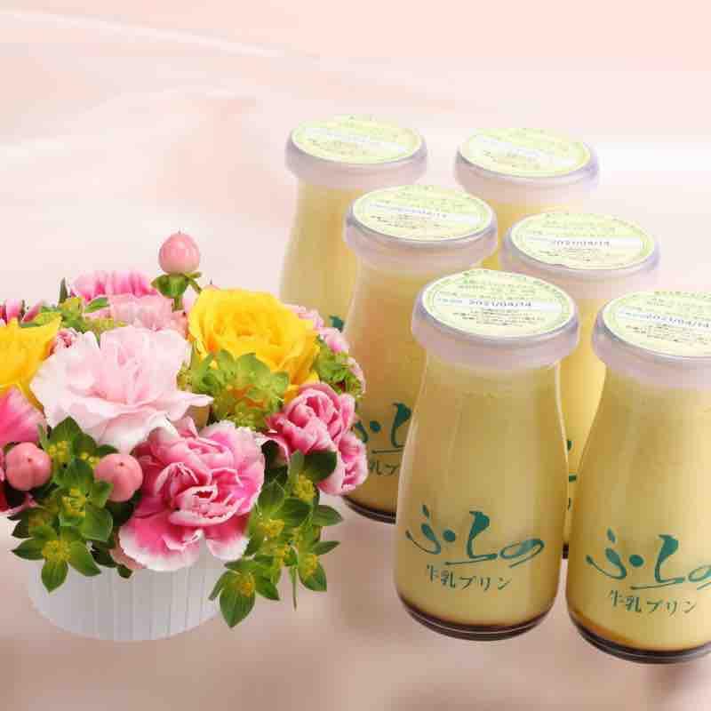 お花と「ふらの牛乳プリン」のセットの画像